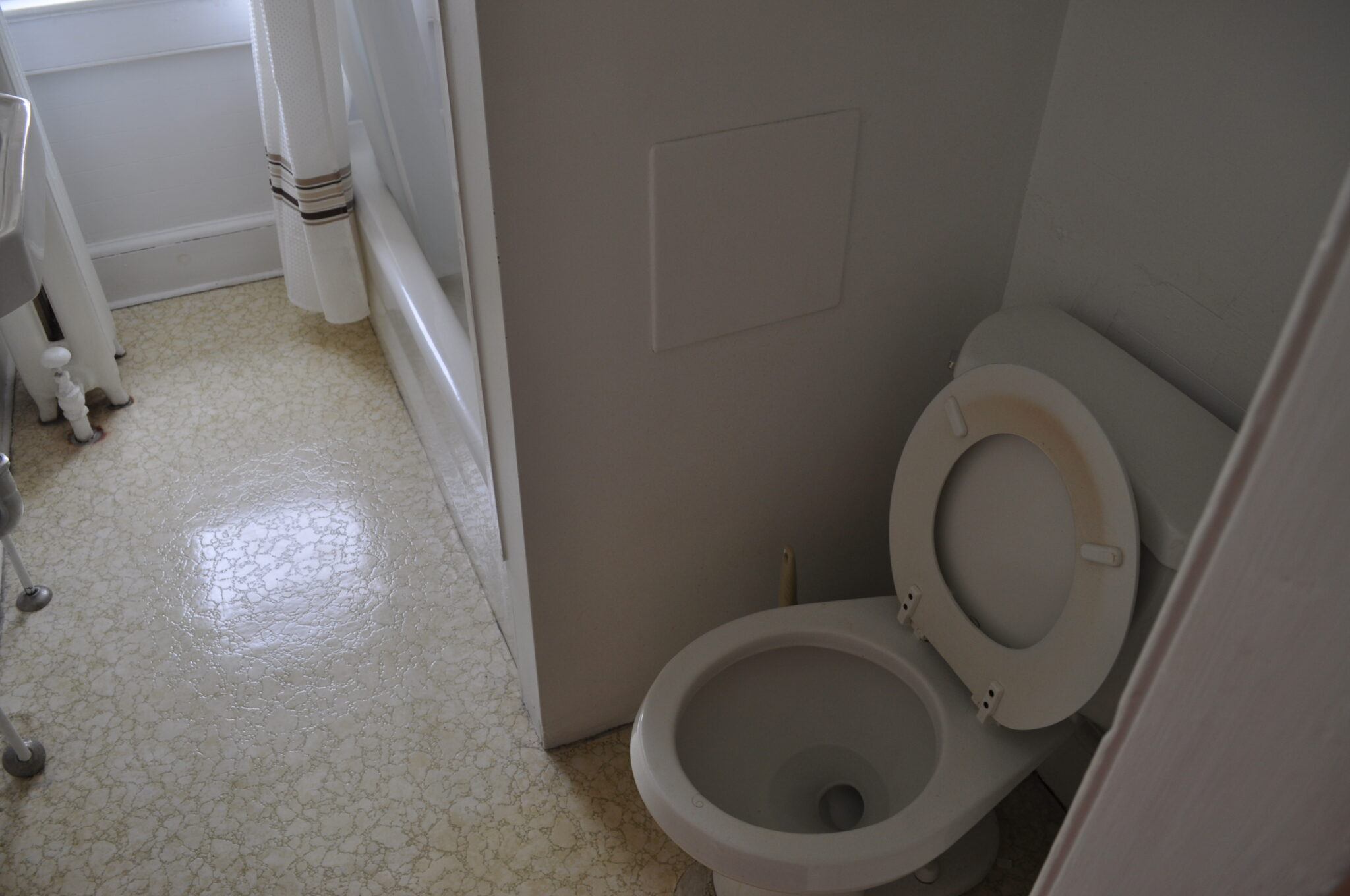 Bathroom cleaning archives arco cleaning for Bathroom cleaning companies